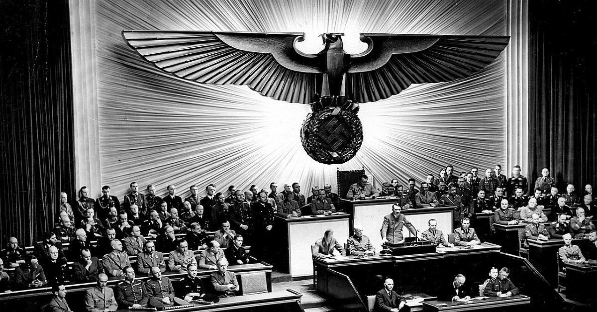 הרצאת העשרה אדולף היטלר