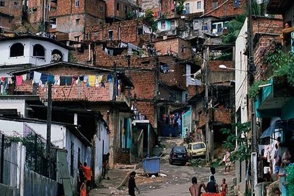 אמלט - עוני